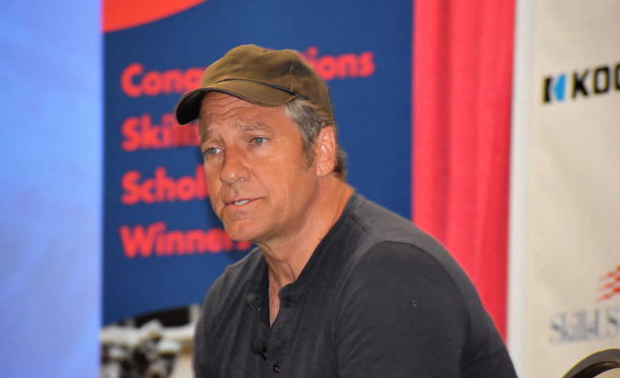 Mike Rowe speaks at the 2017 SkillsUSA National Conference