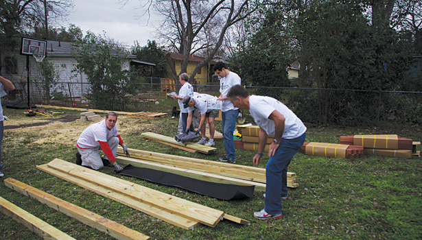 RC0413Slideshow_CommunityService01.jpg