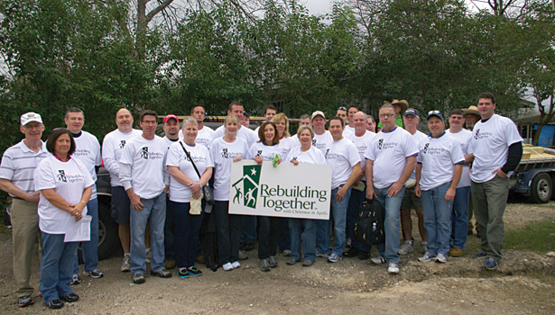 RC0413Slideshow_CommunityService07.jpg