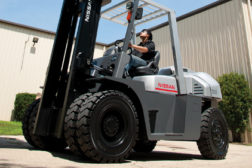 Tire Engine Powered Forklift Truck