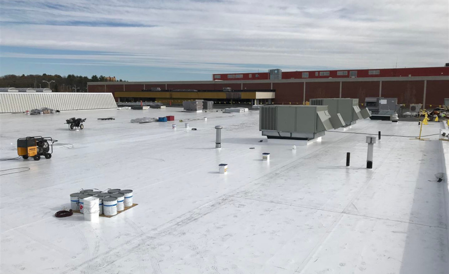 Mall's Modern Photovoltaic Roof System